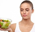 マイナスカロリー食品を食べる女性